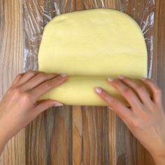 Cum să prepari un aluat foietaj reușit și gustos. Noi azi îți spunem secretul! - savuros.info Cake Recipes, Fruit, Youtube, Desserts, Orice, Food, Pizza, Home, Pies