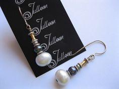 Plata perla Barroca Blanca y pendiente de la gota por JulleenJewels