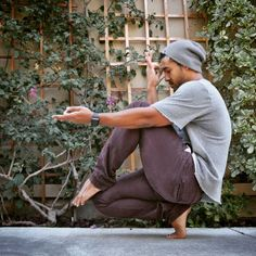 Check out this crucial image in order to look into the provided tips on yoga balance poses Yoga Bewegungen, Yoga Moves, Yoga Exercises, Yoga Meditation, Vinyasa Yoga, Yoga Poses For Men, Yoga For Men, Male Yoga, Yoga Inspiration