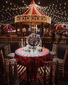 Circus Theme Party, Carnival Wedding, Circus Birthday, Vintage Carnival, Party Themes, Birthday Parties, Vintage Circus Party, Halloween Circus, Halloween Photos