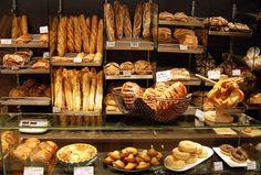 Le présentoir de la boulangerie Léonie.                              …