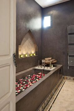 moroccan inspired bath alcove