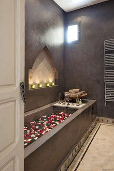 Le bain par Riad Anata. #morocco #riad - Maroc Désert Expérience tours http://www.marocdesertexperience.com