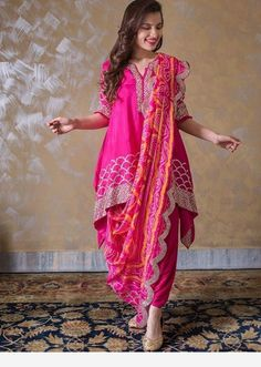 A fabulous dress Stylish Dress Designs, Designs For Dresses, Stylish Dresses, Dress Indian Style, Indian Fashion Dresses, Indian Outfits, Designer Party Wear Dresses, Kurti Designs Party Wear, Bandhani Dress