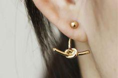 Artsy Ear Piercing Ideas for Women - Modern Popular Knot Ear Jacket Earrings in Gold or Silver - ideas artísticas piercing oído para las mujeres - www.MyBodiArt.com #earrings