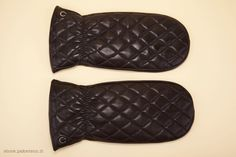 Women's mitten gloves in black napa and suede leather. - Guanti a manopola neri per donna.