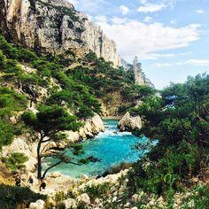 Nada con la corriente, o nada en contra de ella si quieres un poco más de ejercicio. Corsica, France.