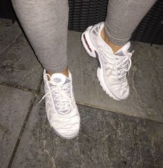 Versacelivin'♔ Source by outfits Cute Sneakers, Shoes Sneakers, Shoes Heels, Sock Shoes, Shoe Boots, Sneakers Fashion, Fashion Shoes, Tn Nike, Baskets