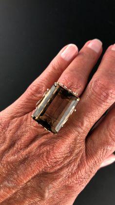 Yellow Gold Smoky Quartz Ring - Make a statement with this vintage gold 32 carat smoky quartz ring! Bracelets For Men, Silver Bracelets, Silver Jewelry, Vintage Jewelry, Custom Jewelry, Antique Jewelry, Bangle Bracelets, Rose Gold Promise Ring, Antique Jewellery Online