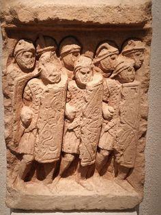 Legionarios. Siglo III d.C. Bajorrelieve procedente de Glanum (Saint-Rémy-de-Provence). Museo Galo-romano de Lyon (Francia).