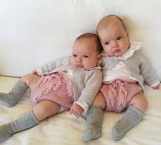 Qué belleza de hermanas vestiditas por @entrehebrasbr Wonderful!!❤️❤️ Maravillosa publicación de @chispitastwins •••Si te gusta déjanos un comentario, nos importa!! Gracias!! #modaespañola #modainfantil #ropaespañola #ropainfantil #hechoenespaña #madeinspain #modaespaña #kidsstyle #niñasconestilo #spain #babycute #modainfantilchic #kidsfashion #cutekidsfashion #childrensfashion #spanishbrand  #cutekidsclub #instababy #littlebaby #modainfantilespañola #modainfantilmadeinspain #babyborn #ba...
