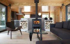 Vous n'utilisez pas votre cheminée ? Voici comment la mettre en valeur Cottage Design, Living Room Designs, Dining Table, Home Appliances, Patio, Wood, Outdoor Decor, Modern, House
