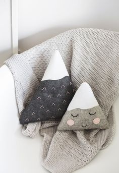 DIY: mini mountain cushions