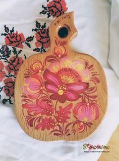 Деревянная разделочная доска из бука яблочко Розы Петриковская роспись
