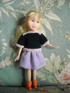 Gonnellina in lino da una camicia dismessa - maglioncino lavorato a maglia - stivaletti in fimo fatti a mano