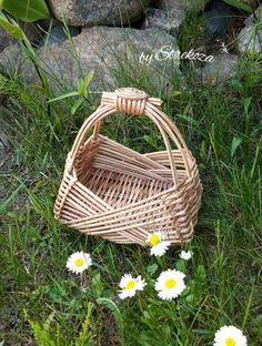 Basket Tray, Paper Basket, Baskets, Cane Furniture, Paper Weaving, Fun Diy Crafts, Basket Weaving, Wicker, Macrame