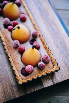 Recette de la Tarte aux poires pochées, crème d'amandes à la framboise (sans gluten, sans lactose) | vanessa pouzet le blog #glutenfree