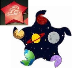 Fábrica de Sonhos: Caixinhas Astronauta - 1 Space Party, Sons Birthday, Diy And Crafts, Dinosaur Stuffed Animal, Banner, Diy Projects, Christmas Ornaments, Cosmos, Outer Space