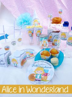 Fiesta de cumpleaños Alice in Wonderland, Alice in Wonderland Birthday Party Kit. quecosashaces.blogspot.com