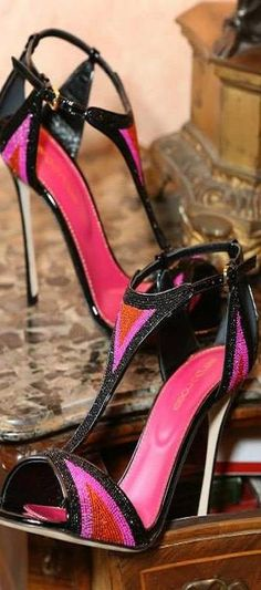 sergio rossi Inspiração fashion shoes #dechelles #moda http://instagram.com/dechelles
