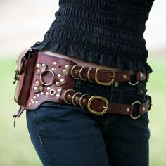 I don't really wear steampunk but I love the idea of a belt bag to put your stuff in as long as it doesn't remotely look like a fanny pack! Steampunk Belt, Costume Steampunk, Mode Steampunk, Style Steampunk, Steampunk Couture, Steampunk Clothing, Steampunk Fashion, Gothic Steampunk, Steampunk Accessoires