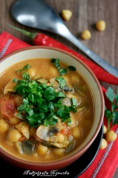 Pikantne czerwone curry z ciecierzycy