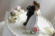 Image detail for -divorce cake source but as sharot claims this optimistic skew Divorce Party, Divorce Cakes, Avenger Cake, After Divorce, Wedding Looks, Creative Cakes, Celebrity Weddings, Newlyweds, Amazing Cakes