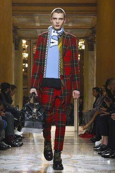 Versace Fall-Winter 2018-19   Milan Fashion Week - Male Fashion Trends
