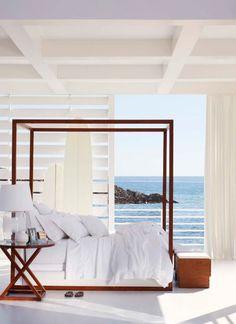 Literie Point Dume Ralph Lauren, lit à baldaquin Desert Modern et table de chevet Jamaica