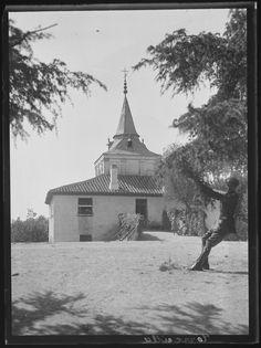 1932,iglesia de la Torrecilla en la Casa de Campo.
