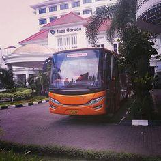 Bus Wisata Jogja Seat 50, Sewa Bus Pariwisata Harga Murah Jogja Telp. / WA 0822-2188-7800
