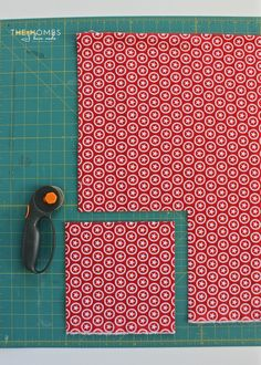 Learn how to sew boxed corners: the simple sewing technique for giving a flat piece of fabric corners to fit over tables, cushions and more! Sewing Lessons, Sewing Hacks, Sewing Crafts, Sewing Tips, Fabric Boxes, Fabric Scraps, Sewing Stitches, Sewing Patterns, Sewing Mitered Corners