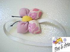 Marcado de página para agenda de bolso (pequena), decorado com flor/borboleta de fuxico.  Cores e estampas a critério do comprador, conforme disponibilidade. R$ 5,75
