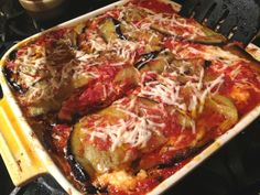Who wouldn't love the mix of earthy, crispy eggplant, fresh basil, rich cheeses and sweet tomatoes? Here's the best eggplant parmesan recipe. Best Eggplant Parmesan Recipe, Crispy Eggplant, Parmesan Recipes, Red Sauce, Italian Dishes, Fresh Basil, Food To Make, Eggs, Beef