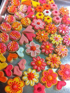 Mini Flower Cookies - HayleyCakes And Cookies