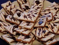 Egy finom Narancsos-csokoládés keksz II. ebédre vagy vacsorára? Narancsos-csokoládés keksz II. Receptek a Mindmegette.hu Recept gyűjteményében! Biscuits, Bacon, Food And Drink, Cookies, Ethnic Recipes, Gardening, Table, Sweets, Crack Crackers