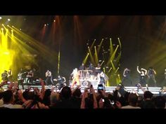 PSY x Madonna x Gangnam Style x Give It To Me à NY. Tout simplement excellent