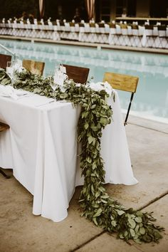 Channel your coolest retro vibes with any wedding style with these 6 swoon-worthy mid-century modern wedding decor ideas!