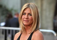 Gorgeous Shoulder-Length Hairstyles: Jennifer Aniston