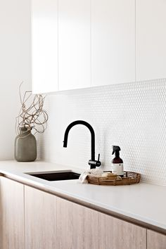 Laundry Cabinets, Mudroom Laundry Room, Laundry Sinks, Penny Round Tiles, Modern Laundry Rooms, Black Sink, Laundry Room Inspiration, Interior Desing, Laundry Room Design