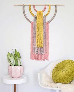 "Gefällt 5,968 Mal, 65 Kommentare - Elsie + Emma A Beautiful Mess (@abeautifulmess) auf Instagram: ""Swoon! @skunkboy_'s pretty wall hanging DIY is on the blog tonight! It's super simple to make--…"""