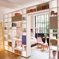Bibliothèque traversante DOIMO pour séparer une pièce en deux (showroom rue d'assas, Paris 6)