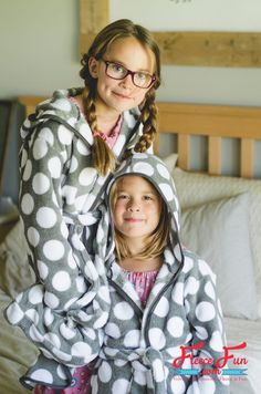 This Child Fleece Robe DIY (free Pattern) is a great fleece sewing project. Perfect for the winter months and a great Handmade gift ideas for kids. This DIY robe is sure to be a comfort for kids. Love this free sewing pattern for holiday sewing. Sewing Patterns For Kids, Sewing Projects For Kids, Sewing For Kids, Free Sewing, Sewing Ideas, Clothing Patterns, Sewing Tutorials, Kids Clothing, Dressing Gown Pattern