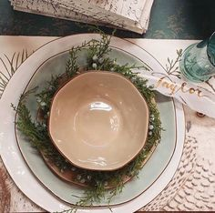 It's beginning to look like Christmas... swooning every wintry detail!  Get into the true holiday spirit... deck the halls and shop your favorite local stores this season... stock up on Skyros Designs and set a stylish holiday table!  @bakedbyjoanna  #asimplyexquisteskyrosholiday