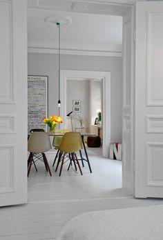 The Design Chaser: Alvhem Mäkleri  DSW EAMES PLASTIC CHAIR  AVAILABLE HERE:http://www.instoreshop.be/eames-plastic-side-chair-dsw-9.html