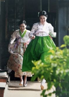 Love this color combo. Korean Traditional Dress, Traditional Fashion, Traditional Dresses, Traditional Styles, Oriental Fashion, Asian Fashion, Unique Fashion, Korean Dress, Korean Outfits