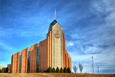 01 New Apostolic Church by Michael Frank Jr Church Pictures, Church Building, Place Of Worship, Mosques, Cathedrals, Kirchen, Empire State Building, Around The Worlds, Architecture