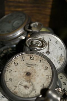 Tick tock tick tock - the mouse ran up the clock - and he did it so many decades the hands fell off. Old Clocks, Antique Clocks, Vintage Clocks, Objets Antiques, John Tenniel, Father Time, Time Stood Still, Vintage Pocket Watch, Vintage Soul