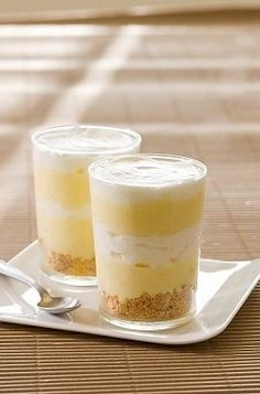 Slimming world lemon dessert - 1 syn per portion, could add a crumbled biscuit like in the photo.ginger nuts are 2 syns each Syns per portion – 1 extra easy Slimming World Deserts, Slimming World Puddings, Slimming World Diet, Slimming Eats, Slimming Recipes, Lemon Dessert Recipes, Desert Recipes, Sweet Recipes, Yummy Recipes