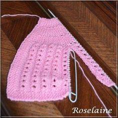 Une brassière rose et son bonnet assorti au tricot - Je tricote Tu crochètes - #- #assorti #au #bonnet #brassière #crochètes #et #Je #Rose #son #tricot #tricote #Tu #une